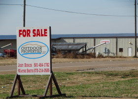 4 acre site on Hwy 79